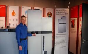 Markus Ritter nach dem Einbau einer Brennstoffzelle